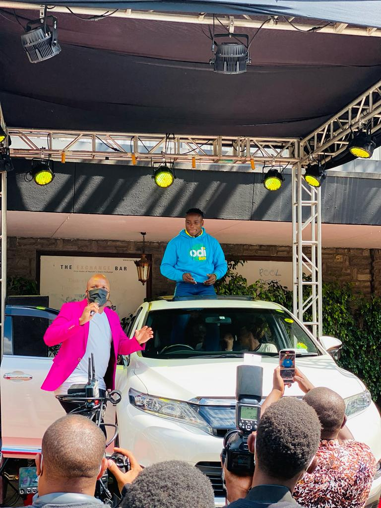 Odibets gifts Ferdinand Omanyala brand new car after breaking 100 metres African record