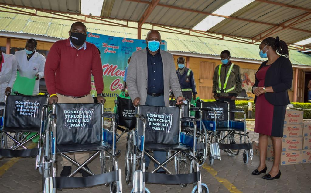 Menengai oil refineries makes donations to Nakuru Level 5 Hospital